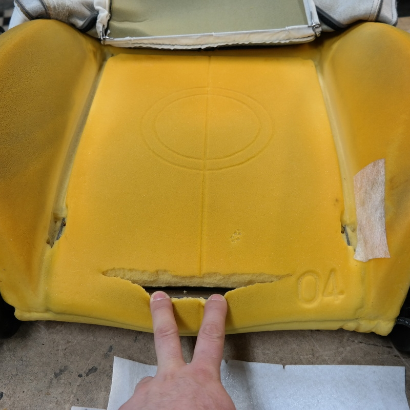 Ülés ülőfelületének szivacsa szétszakadt