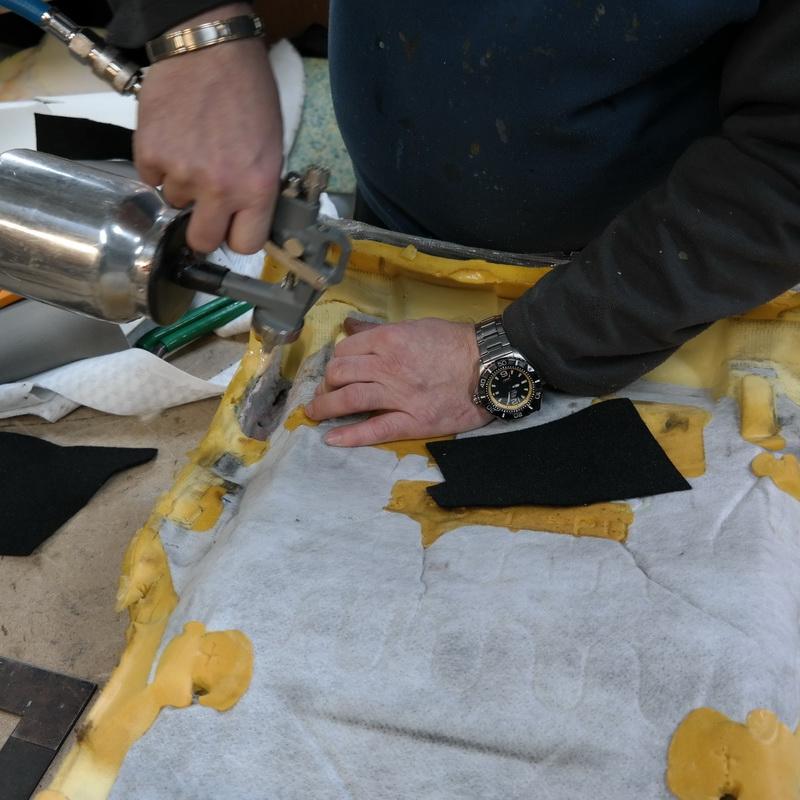 pótlás anyagot szabok be, ez megakadályozza a folyékony szivacs szétterülését a nem kívánt helyekre